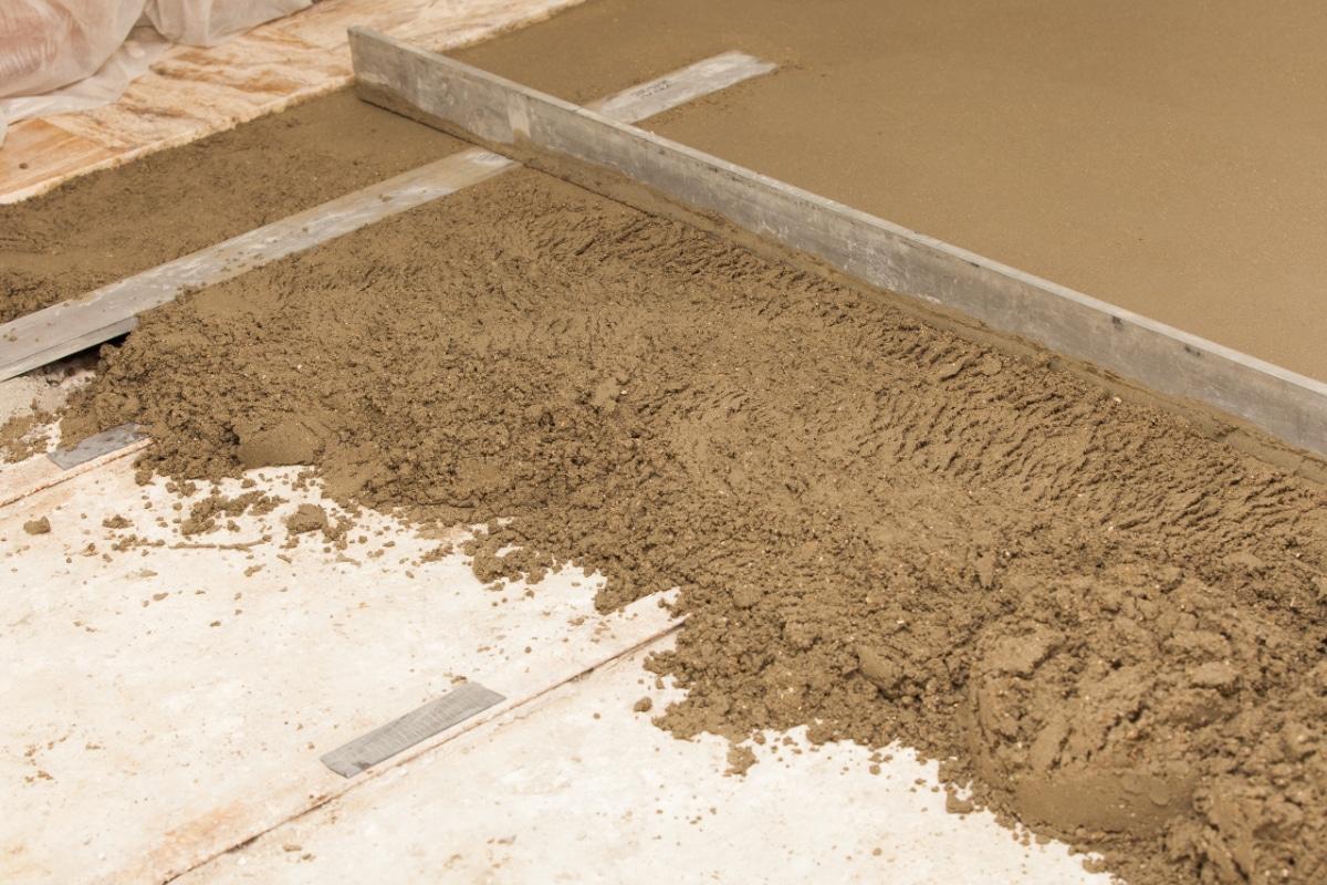 стяжка на песок в доме